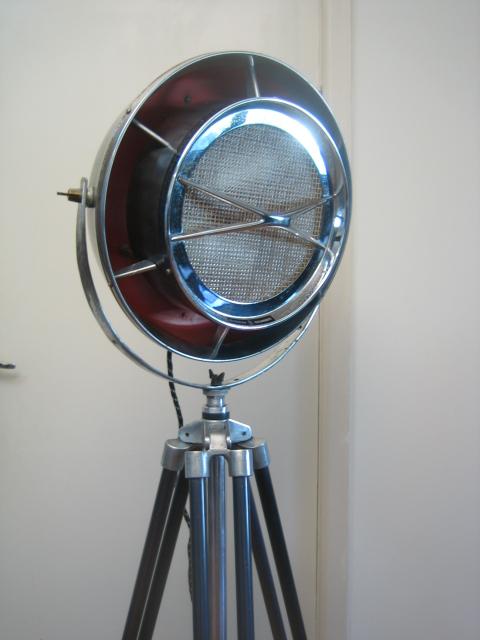 19) 1960's Vintage Industrial Floor Lamp | unodesmoda