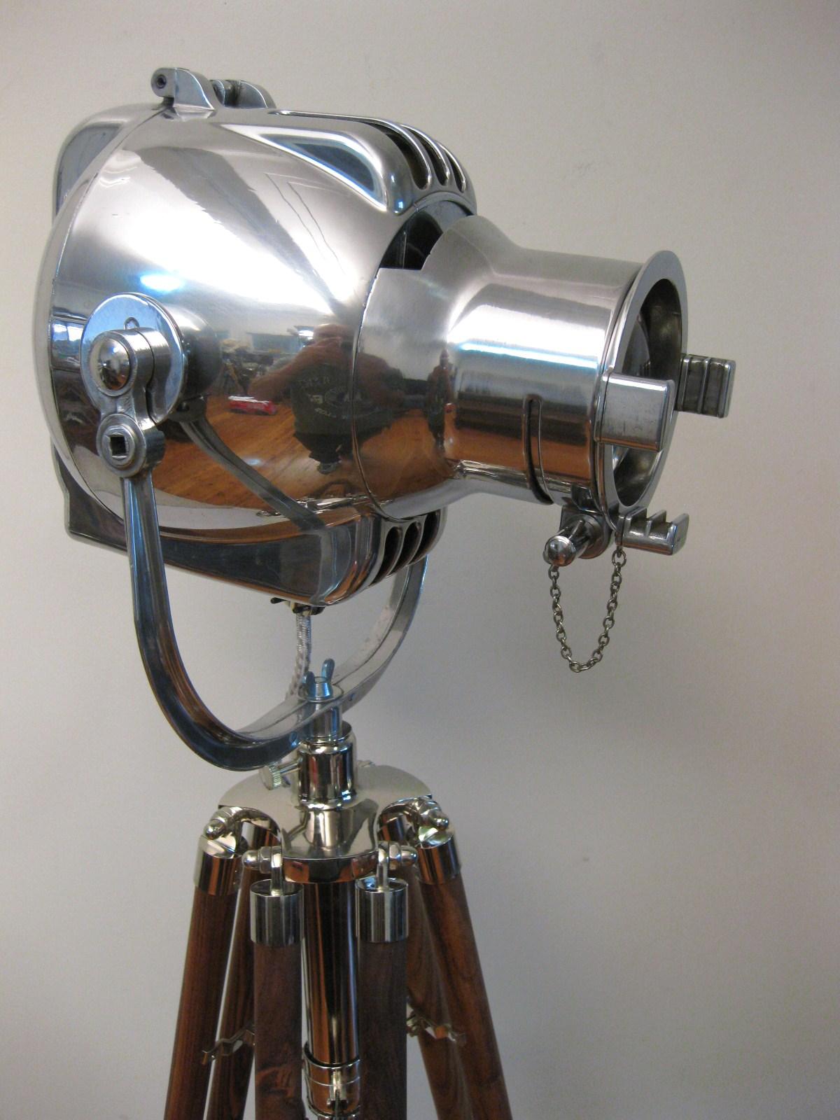 47 1960 S Strand Pattern 23 Tripod Lamp Unodesmoda